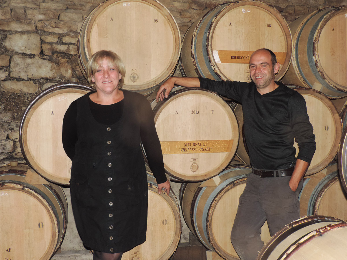 Passion du terroir de Meursault, niché au centre du vignoble de Bourgogne, avec ses coteaux charpentés et ses crus baignés par un climat idéal.
