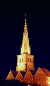 La flèche élancée de l'église de Meursault